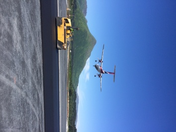 Paving Runway 25 - Photo KIEWIT INFRASTRUCTURE WEST CO_